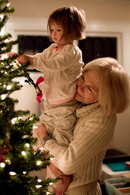 http-::maddensresort.files.wordpress.com:2011:06:christmas-tree-decorating