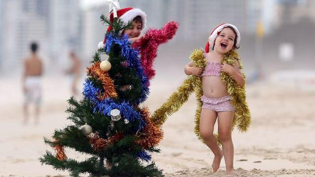 http-::resources3.news.com.au:images:2010:12:18:1225973:248163-christmas-on-the-beach
