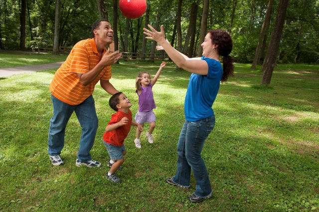 family-playing-ball2