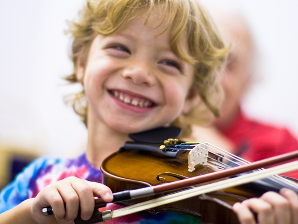 http-::www.westpointgreymusic.com:wp-content:uploads:2013:01:smiling-child-plays-violin